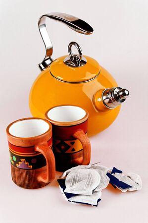 isol� pot de th� avec la main tasses  Banque d'images