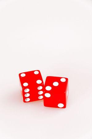 isol�es de chance aux d�s rouges montrant sept Banque d'images