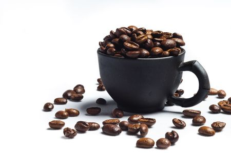 grains de caf� et tasses noires  Banque d'images