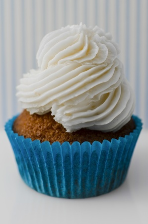 Red velvet cupcake with delicious piped cream cheese frosting in a spiral twist Stock Photo - 20931139