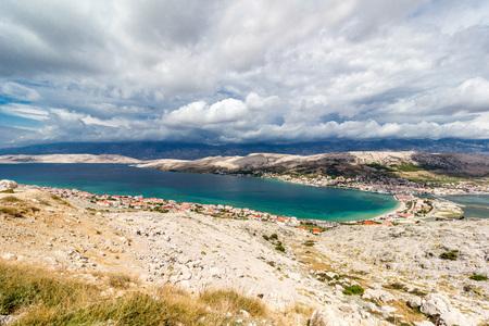 Vue aérienne de la baie de l'île de Pag, Dalmatie, Croatie, Europe Banque d'images