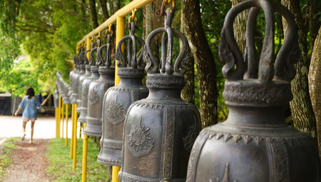 woman is ring the bells in the temple, Thailand Standard-Bild