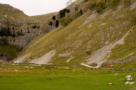 yorkshire dales: Rural Scenics de Gordale Cicatriz cerca de Malham en el Yorkshire Dales.  Foto de archivo