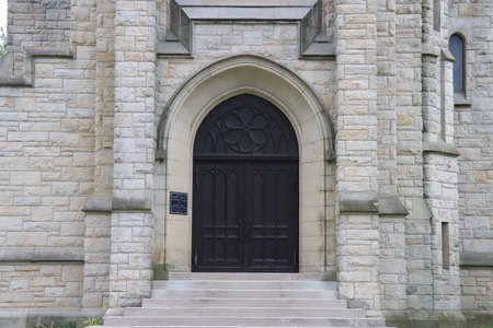 Beautiful Vintage Stone Church with articulate Cathederal Entrance Door Banque d'images