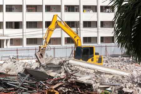 power giant: Air extraction system Hydraulic hammer on demolition of old buildings