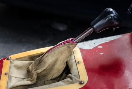 palanca: Cierre de palanca de la caja de cambios del coche retro, transmisi�n manual (autom�vil, caja de cambios, retro)