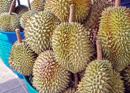 twee: Heap of durians sale at a street market in Thailand