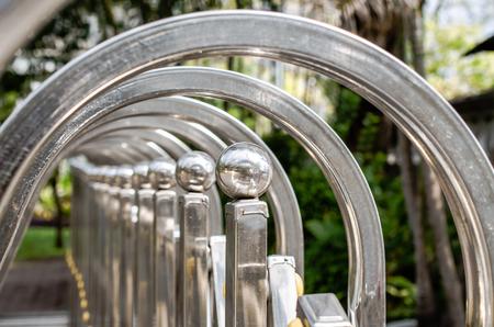 fencing: Selective Focus of Metal Fencing