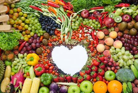 Fruits mélangés et Blanc Coeur pour la santé Banque d'images - 31438644