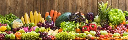 Frutta e verdura organiche Archivio Fotografico - 36148932