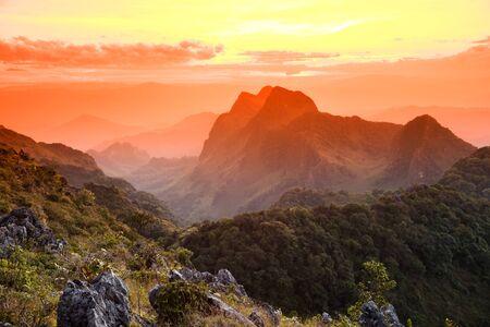 topography: Topograf�a de la piedra caliza de monta�a