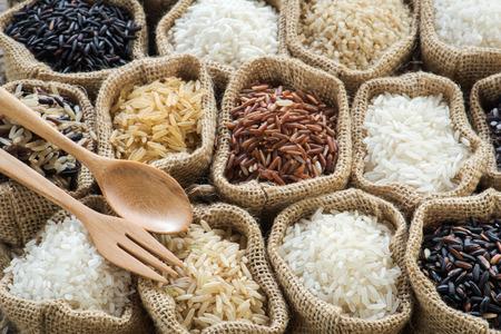 Groupe aller riz biologique dans un sac Banque d'images - 39075115
