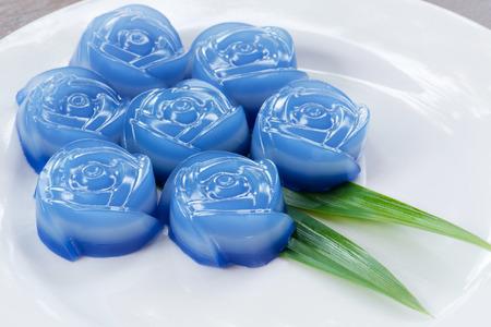 serv: Thailands traditional jelly dessert