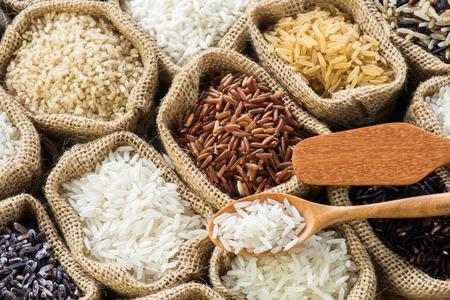 arroz: Recolección de arroz de Tailandia en bolsa de arpillera Foto de archivo