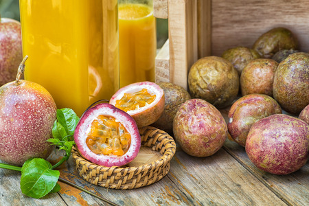 juicy: Passion fruits juicy