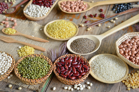 Various dried legumes for background on the plank Stockfoto