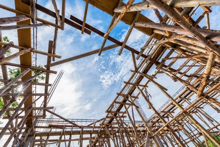 andamio: andamios de madera ángulo de visión baja