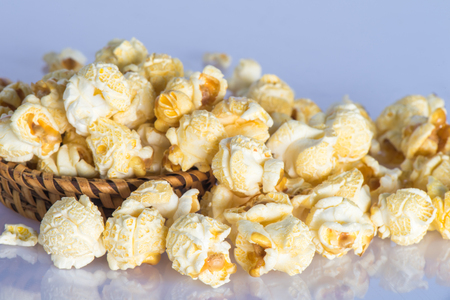cloesup: Cloesup popcorn in wicker woven on the table