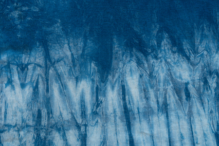 textil: Pattern of blue dye on cotton cloth, Dyed indigo fabric background and textured