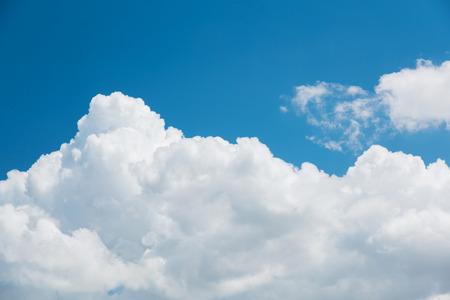 Closeup Kumuluswolke mit blauem Himmel Standard-Bild