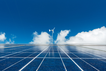 Solar panel and wind turbine with blue sky Banque d'images - 106165683