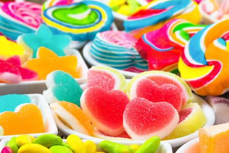 Various colorful sugary candy in container Banque d'images - 106165687