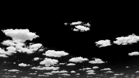Black sky and white clouds Banque d'images - 109886894