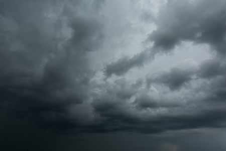 Dark clouds and thunderstorm with rainy, Dramatic  black clouds in summer Banque d'images - 109886908