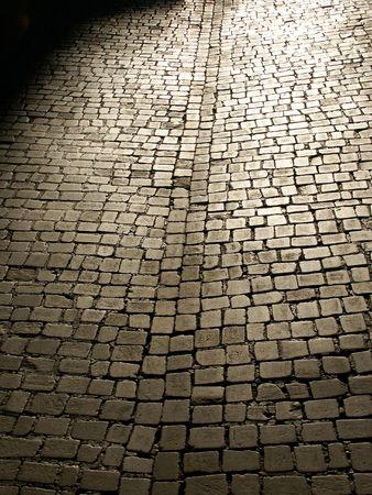 empedrado: Una piedra calle pavimentada  Foto de archivo