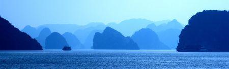 skie: Ha Long bay