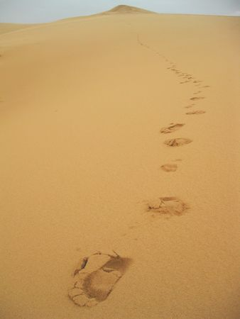 clowds: footprints in the sand