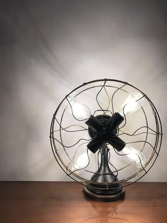 Antique looking table lamp fan