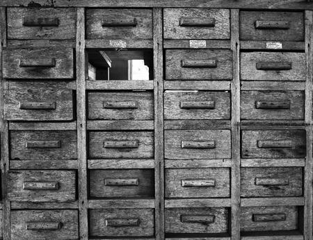 Oude Houten Kast : Oude vintage antieke kast dressoir commode grenen hout met de hand