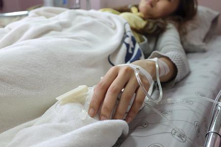 Zoutoplossing in het lichaam voor de behandeling