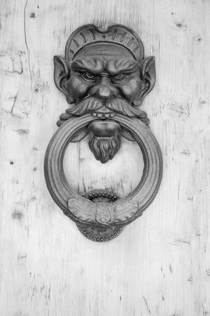 tocar la puerta: Golpe de la puerta