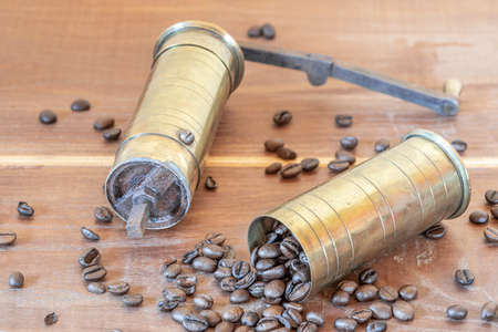 Full retro hand grinder for coffee with beans Standard-Bild