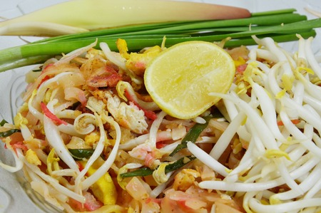bean sprouts: Thai noodle topping with bean sprouts