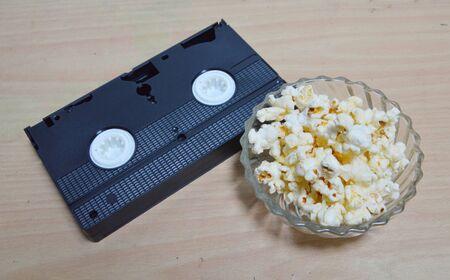 grabadora: videograbadora y palomitas de ma�z Foto de archivo