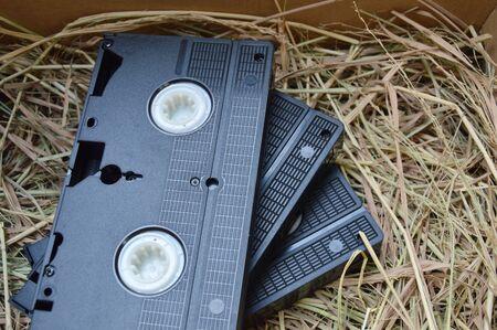 grabadora: grabadora de video cassette en la paja en el cuadro