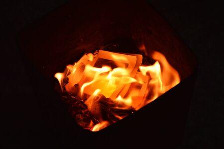 przodek: złota papieru spalania do przodka
