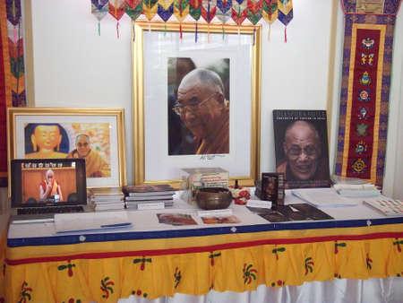 14th: Bangkok Tailandia-mayo 18, 2012 - Su Santidad el decimocuarto Dalai Rama historia y la biolog�a en la exposici�n budista 2012 en el centro comercial Siam Paragon