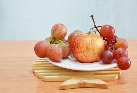 red grape: red grape and apple on dish