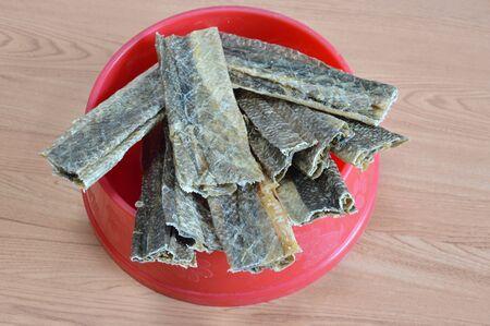 dog salmon: dog snack crispy salmon skin on bowl