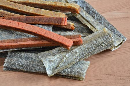 dog salmon: dog food crispy salmon skin and chicken soft stick