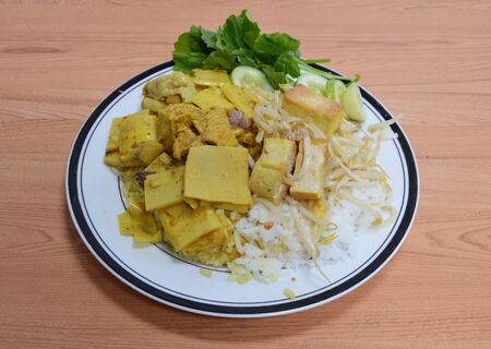 bean sprouts: stir-fried bean sprouts and bamboo shoot curry with chicken on rice