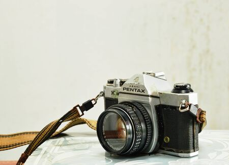 viewfinder vintage: Pathumthanee Thailand October 3, 2015 - Model of Pentax K 1000 film camera on photo album