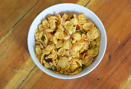 digest: cornflakes in bowl on table