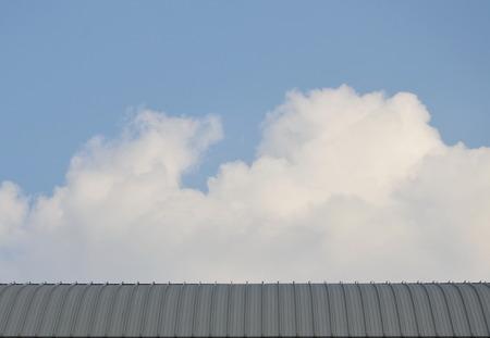 aluminium background: aluminium roof and sky background