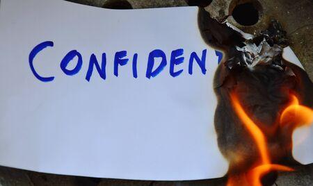 quemadura: envolvente quemar en la estufa de arcilla