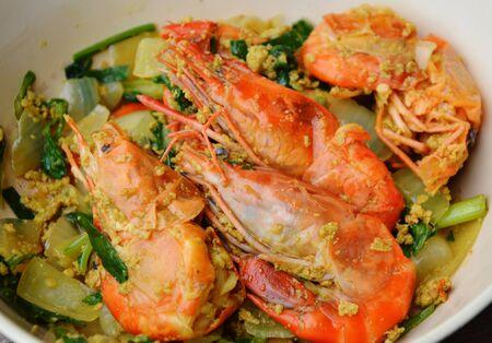 chinesisch essen: Stir-gebratene Garnelen mit gelbem Curry